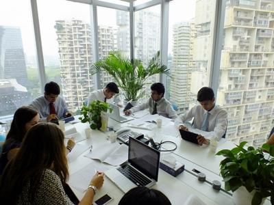 A group of volunteers in a meeting gain valuable business work experience on their internship in China