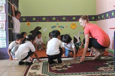 A Projects Abroad volunteer teaches the children in San Cristobal to dance